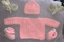 Ensemble bébé fille en laine rose fleur brassière chaussons bonnet