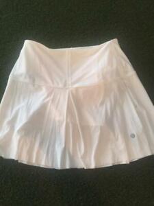 Lululemon Golf Tennis Skirt Size 4 TALL
