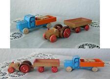 Konvolut Miniatur-Fahrzeuge aus Holz Spielzeug Weihnachtsberg Traktor LKW Zug Volkskunst Objekte nach 1945