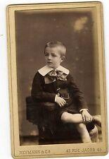 PHOTO CDV PARIS Reymann & Cie un petit garçon pose mode fashion circa 1900