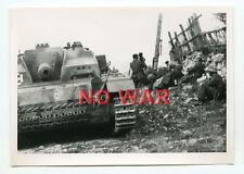 WWII ORIGINAL GERMAN WAR PHOTO PANZER / TANK & SOLDIERS