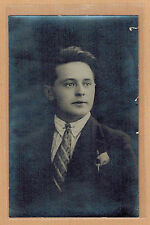 Carte Photo vintage card RPPC portrait homme costume cravate coiffure pz0344