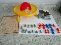 HG Toys Alien Attack Play Set Plastic Toys Space ship, Aliens Hong Kong 1960's