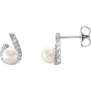 Freshwater Pearl & 1/10 CTW Diamond Earrings In Platinum