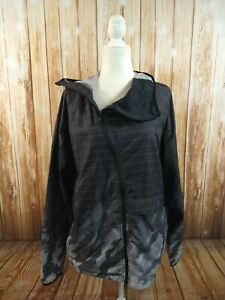 EUC men's OAKLEY black & gray print windbreaker jacket - SIZE XL