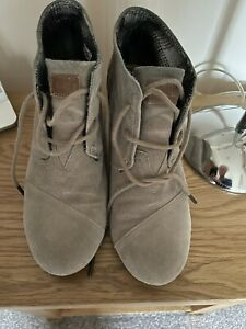 Toms Womens Beige Suede Round Toe Wedge Heels Lace Up Ankle Boots Size 7