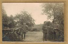 Cpa Militaria Carte Photo 3 militaires belges devant un pont en bois m346