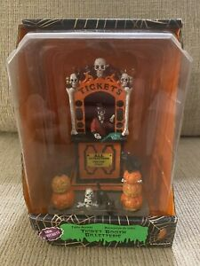 """LEMAX 2010 HALLOWEEN SPOOKY TOWN COLLECTION  #03825 """"TICKET BOOTH"""" CARNIVAL NEW"""