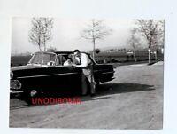 PRIMI ANNI '60 OPEL REKORD CON BAMBINO AL FINESTRINO FOTO ORIGINAL AUTO 7,3x10,2