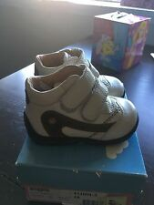 Boys white leather shoes Froddo new in box Us 3/Eur 18. made in Europe