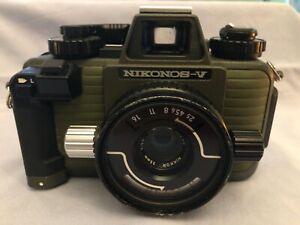 Nikonos V Body Oliv mit Nikkor 2,5/35mm analog