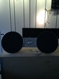 Bang & Olufsen BeoSound 8 B&O with feet and wall bracket and remote