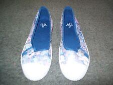 Womens Size 37 Floral Print Canvas Shoe by LA Halle