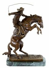 Western cowboy bronze personnage-the Bronco Buster-signée Frederic remington