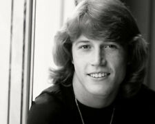 Andy Gibb UNSIGNED photo - K9062 - SEXY!!!!
