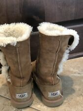 UGG Australia Youth Big Kids Size 4 Bailey Button Camel Brown Tan Boots