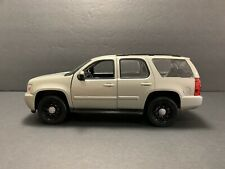 1/24 CHEVY TAHOE POLICE. SILVER COLOR. WELLY. NO BOX. NEW !