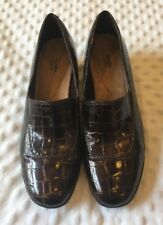 Ladies 10M CLARKS Bendables Brown Faux Alligator Low Wedge Shoes