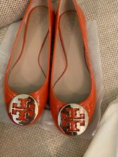 NIB Tory Burch Reva 9 Ballet Flats Gold Logo Equestrian Orange Patent Leather