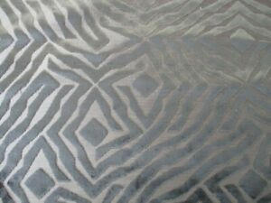 BARGAIN ROLL END 6.2 METRES LUXURY GREY GEOMETRIC TIGER VELVET UPHOLSTERY FABRIC