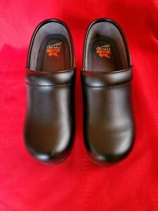 Dansko Pro XP Black Smooth Leather Women's Clog Size EU 39 Non Slip Professional