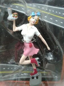 Car Hop Betty #243 FIGURINE 1/24 Motorhead Miniatures Display Roller Girl Figure