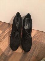 Gorgeous Black Shoe Boots Bertie Size 5