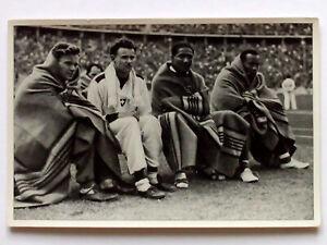 Olympics 1936 Jesse Owens USA sprinter before the start, Summer Olympics US-Star