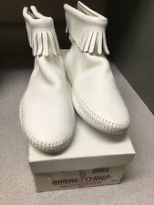 Minnetonka Women's Size 6.5 Hi Top Soft Sole Moccasins w/ Fringe Zip Up Back 184