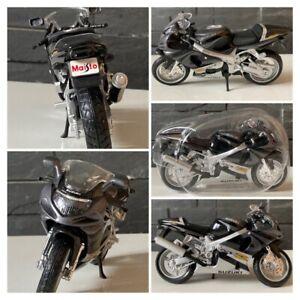 MAISTO Modèle Réduit de Moto Miniature Suzuki GSX-R 1000 1/18