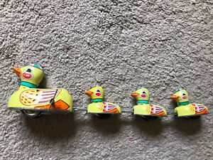 GOOD USED CONDITION Yellow Connected TIN WIND UP DUCK Made In China