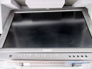 """Panasonic BT-LH2600WP 26"""" LCD Monitor (Damaged Screen) With Rolling Case"""