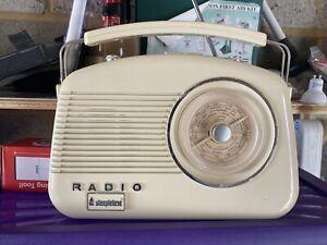 RETRO STYLE STEEPLETONE BRIGHTON CLASSIC CREAM RADIO WITH MAINS LEAD FM/MW/LW