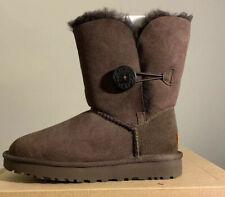 UGG BAILEY BUTTON II CHOCOLATE SUEDE SHEEPSKIN WOMENS BOOTS SIZE 11 1016226*NEW