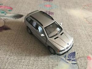 Voiture miniature BMW X5 Kinsmart à Friction au 1/36