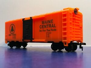 """HO Scale 40' """"Maine Central - The Pine Tree Route"""" Freight Train / Heavy / 14785"""