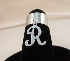 14Kt White Gold Ep Hammered Toe Ring With A Dangle Initial R