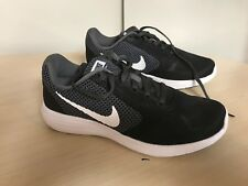 Femmes Nike révolution 3 Running Baskets Noir/Blanc UK 4.5