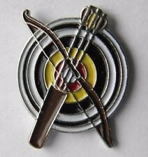 ARCHERY TARGET BOW AND ARROW SPORT NOVELTY LAPEL PIN BADGE 3/4 INCH