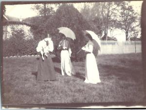 Trois jeunes filles et leur chien  Vintage silver print Tirage argentique  6