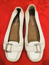 Leather Aerosoles girl Size 6.5 Sandal Closed Toes Cream White Stitches