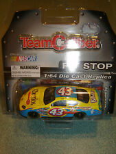 #43 BOBBY LABONTE CHEERIOS DODGE CHARGER 2006 Team Caliber Pit 1:64 NEW in PKG