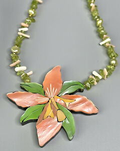 HANDMADE LEE SANDS INLAID SHELL FLOWER NECKLACE Estate Jewelry
