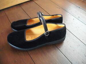 Ladies Tai Chi buckled Velvet Shoes - Black - Size 6 - BNWOT