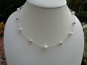 Halskette in 925-er Silber mit  Perlen, Kühle Eleganz!