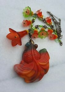 CARVED RAINBOW CHALCEDONY GOLDFISH VINTAGE LUCITE & GLASS FLOWER BRONZE NECKLACE