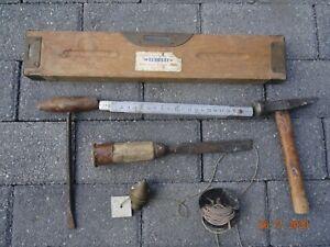 Lots anciens outils  NIVEAU A BULLE  BOIS ,metre metal, fil a plomb, ETC....