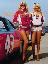 """Linda Vaughn """"Miss Hurst"""" & Eloise Coulter """"LEGGY"""" PHOTO! #(45)"""