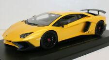 Modellini statici di auto , furgoni e camion gialli marca Kyosho Scala 1:18