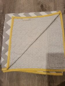 POTTERY BARN KIDS BABY QUILT GREY~YELLOW CHEVRON STRIPED ORGANIC COTTON PERCALE